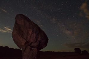 Roca Monumental i Via Lactea / Enormous Rock and Milky Way